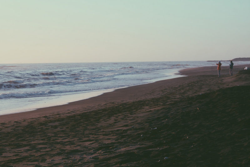 ostia lido; yoga; spiaggia; fotografie ostia; mare inverno; winter sea italy; stabilimento; cabine; marea; ghirri; sofia podestà