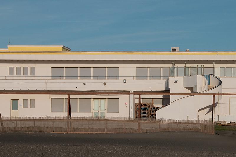 stabilimento balneare fregene; singita; aperitivo fregene; mare; spiaggia; inverno; paesaggio; fuoristagione; mare d'inverno; artisti emergenti italiani